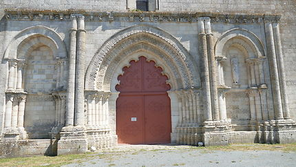 Façade romane de l'église d'Esnandes