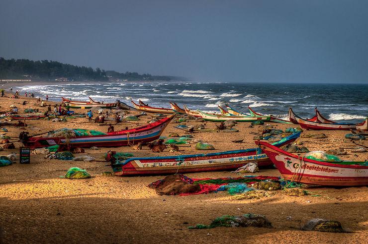Bateaux sur la plage de Mahabalipuram, Inde
