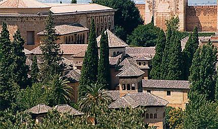 Vue générale de l'Alhambra et des jardins du Généralife