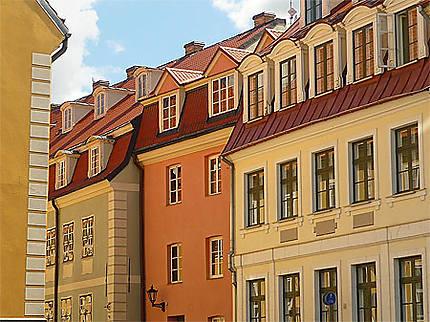Regroupement de maisons colorées