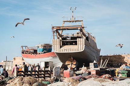 Bateaux à réparer au port d'Essaouira