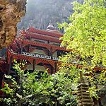 Temple dans une grotte