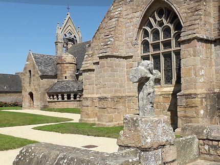 Sculptures et Ossuaire Église bourg de Trégastel