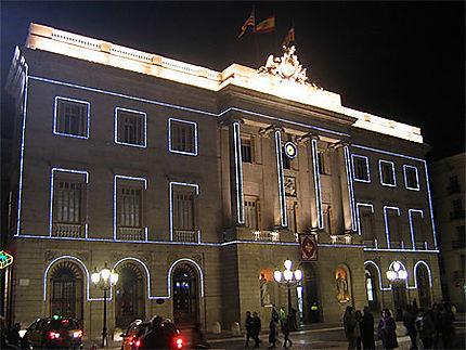 La Mairie avec ses éclairages de nuit