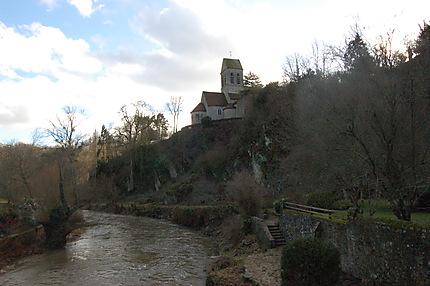 La Sarthe et l'église romane