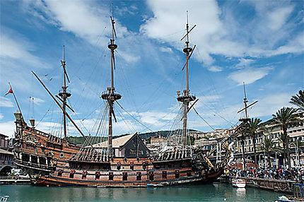 Bateau de pirate bateaux transport port de g nes - Photo de bateau pirate ...