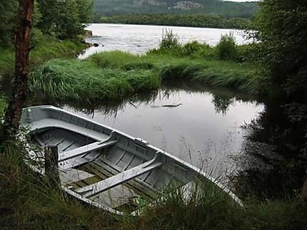 Barque sur le loch, tôt le matin