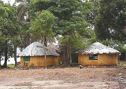 Cases tribales à Kassa (Guinée)