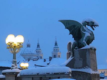 Dragon sous la neige