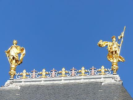 Sur la toiture du Parlement à Rennes