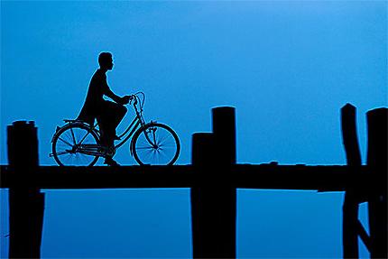 Matin bleu sur le pont U BEIN