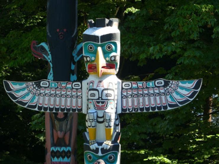 Sur la route des Totems dans l'Ouest Canadien