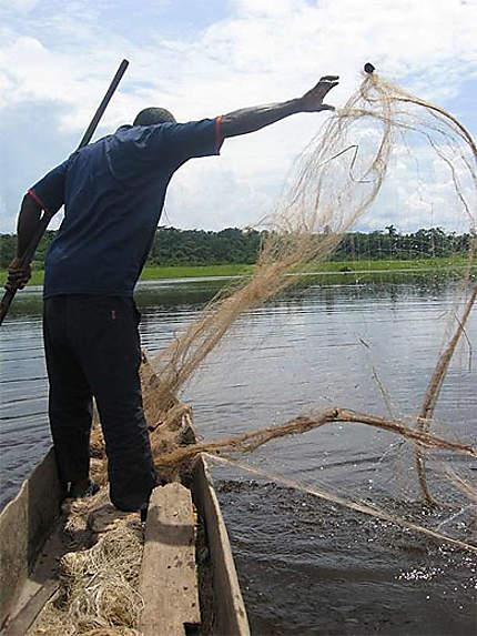 Pêche sur le fleuve congo, autour de Ngabé