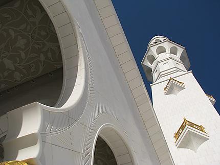 Le minaret de la mosquée Sheikh Zayed