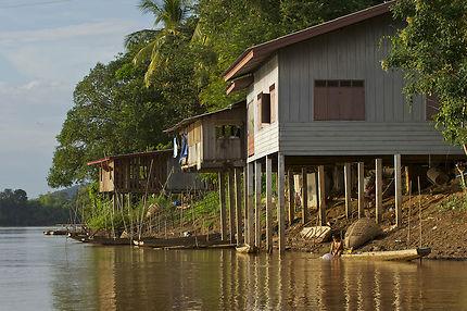 Habitations le long du Mékong