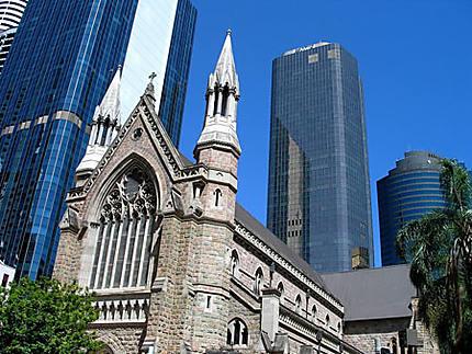 Le centre de Brisbane et ses contrastes