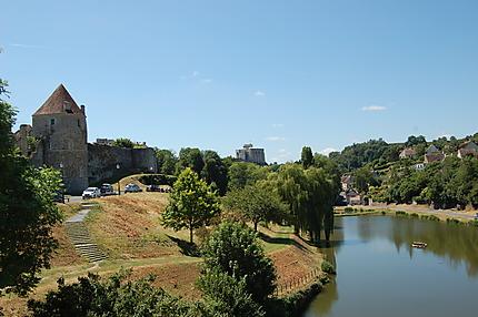 Vue sur le centre-ville et le château de Falaise