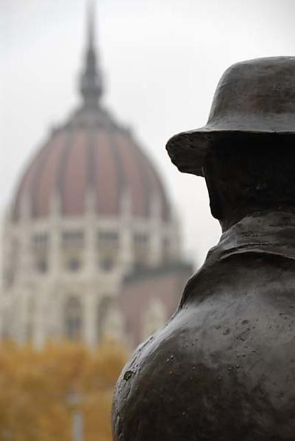 Parlement & Statue d'un Parlementaire