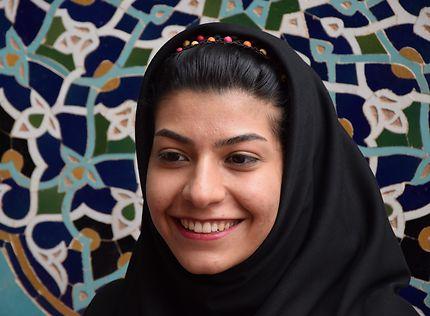 Joli sourire d'une jeune fille iranienne
