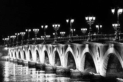 Bordeaux - Le Pont de pierre illuminé