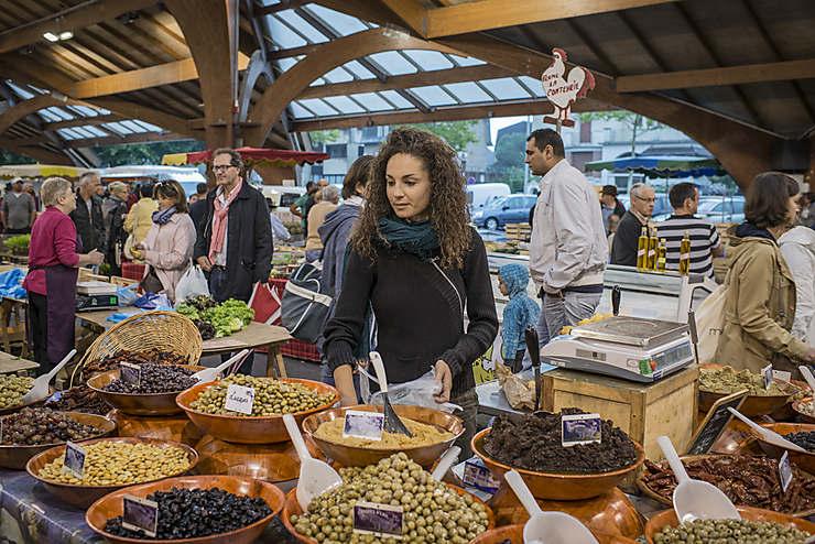 Remplir ses paniers au marché de Brive-la-Gaillarde