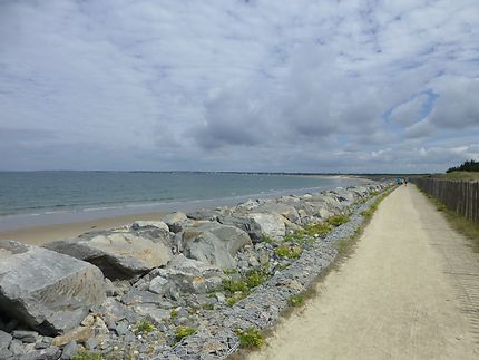 Chemin longeant la plage à La Turballe