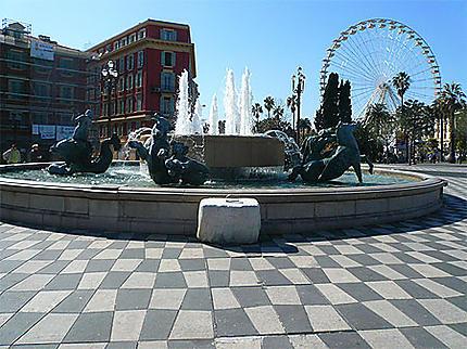 """Fontaine """"du Soleil"""" place Massena"""