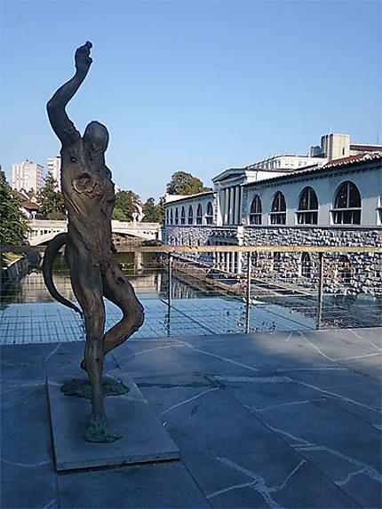 Sculpture sur le Pont du Boucher