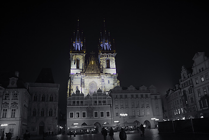 Vieille place de Prague de nuit
