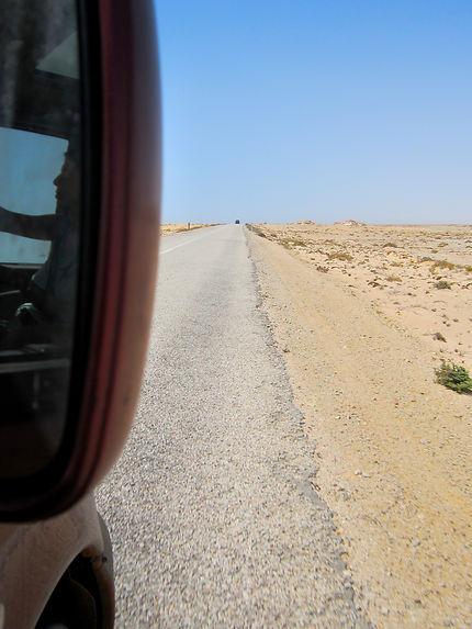 Longue route solitaire dans le Sahara en van !