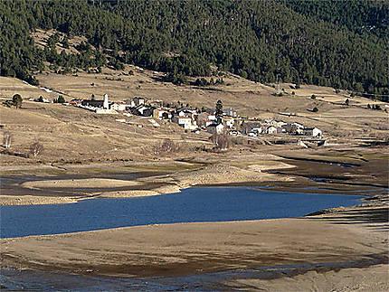 Le petit village de Réal