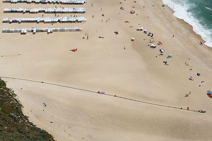 Vue plongeante sur la plage de Nazaré