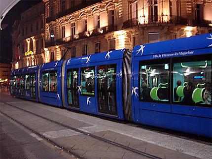 Tram en gare place de la Comédie