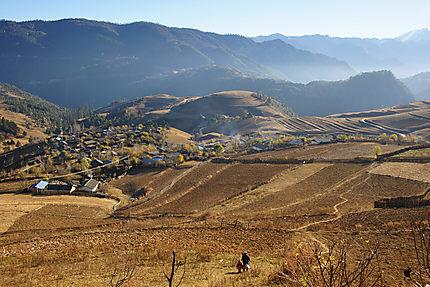 Village entre les collines