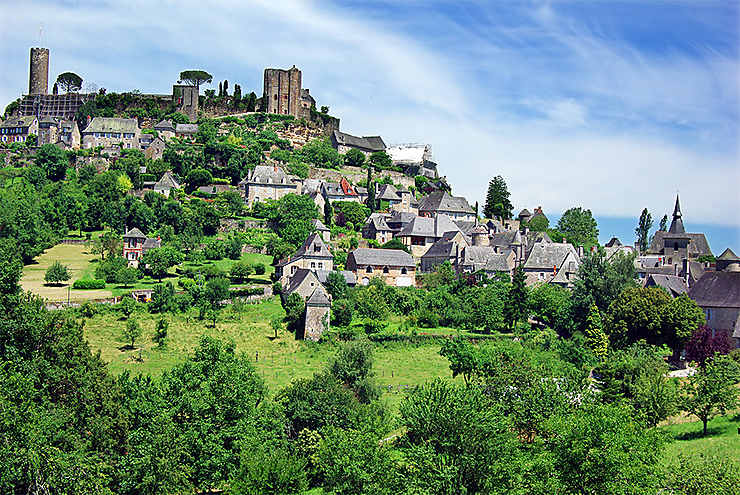 Turenne, Collonges-la-Rouge et Saint-Robert, parmi les Plus Beaux Villages de France