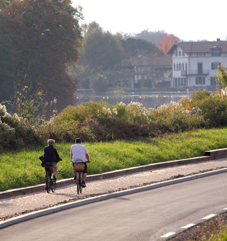 Aquitaine - Landes : faire du vélo sur la voie verte Adour Maritime