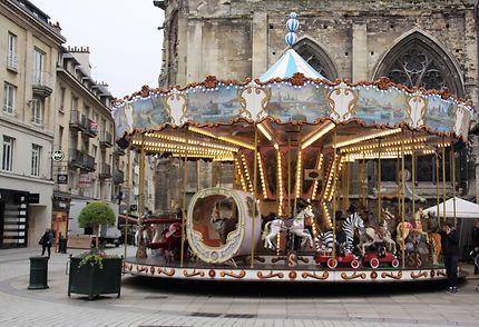 Caen - vieux carrousel dans le centre de la ville