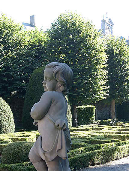 Angelot dans jardin à la française : Statues : Namur ...