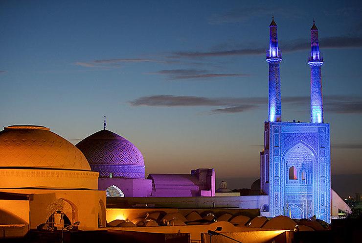 Tombée de la nuit sur la Mosquée Jameh, Iran