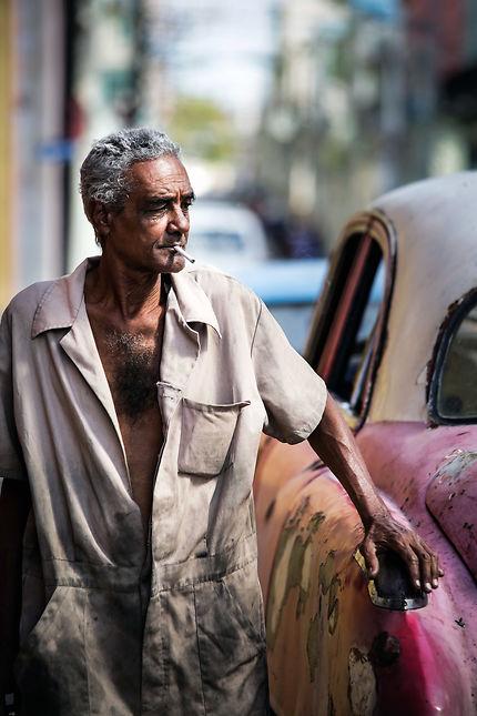 Garagiste cubain à La Havane