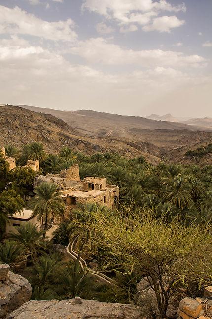 Au cœur de Misfah, entre les canyons