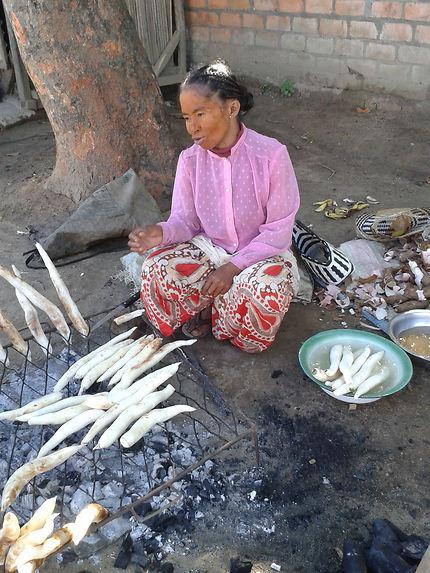 Vendeuse de manioc
