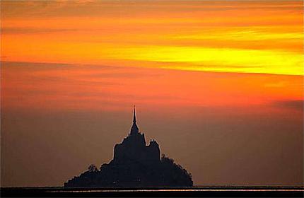 Le Mont St Michel au coucher du soleil