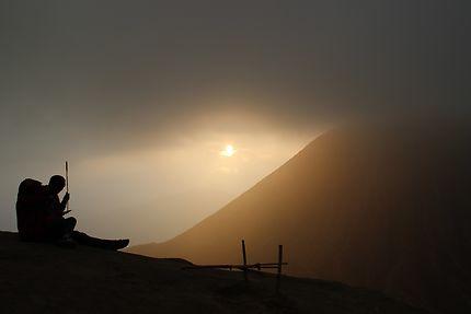 Coucher de soleil au pied du mont Bromo