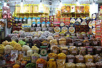 Etalage de fruit sec au marché couvert de Saïgon