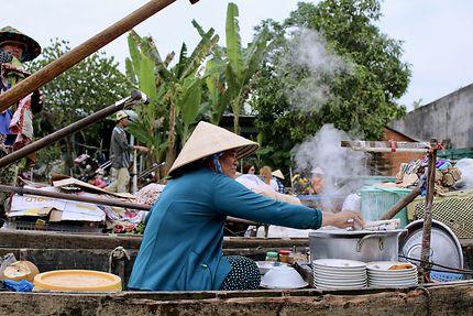 Marché flottant de Can Tho au Vietnam