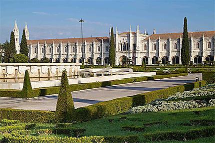 Lisbonne - Belém - Monastère des Hiéronymites et le jardin de la Place de l'Empire