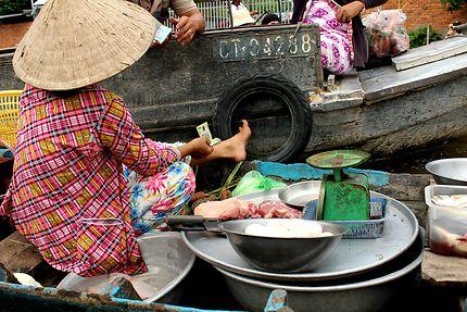 Marché flottant à Can Tho au Vietnam