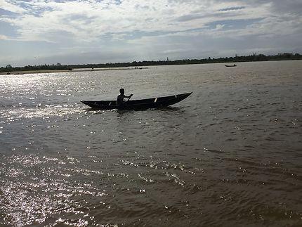 Pirogue, embouchure du fleuve Mananjary Madagascar