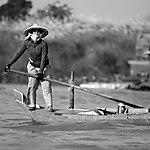 Femme sur le Tonlé Sap
